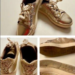 Använda sneakers (Max 10ggr) annars har de bara suttit i garderoben.