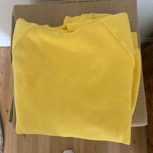 Super skön och snygg gul hoodie från Gina använd 2 ggr!