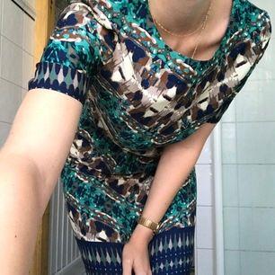 Klänning med fint mönster från Indiska i strl M. Kommer inte till användning ;(