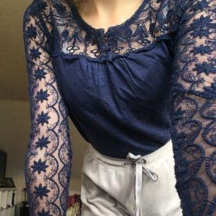 Jag säljer denna tröja i stl 158/164. Den är använd men verkligen i ett fräscht och fint skick!!! Säljer den för 90kr inkl frakt! 💙 🦋Jag tvättar och stryker vid köp🦋