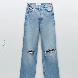 Intressekoll!! Skitsnygga jeans med hål i knäna och liknar ginas populära jeans! Nypris 399. Ej använda! Är bortrest så kan inte ta några bilder med de på förän på tors/fre. BUDA I KOMMENTARERNA!!
