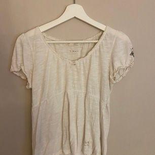 En söt tröja från odd Molly, köpt på deras hemsida Oddmolly.se. Inga hål eller några fläckar. Skicka ifall ni vill ha mer information eller mer bilder hur den sitter på osv.