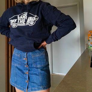 En mörkblå-ish jeanskjol från Hm divided
