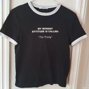Svart tshirt med texten
