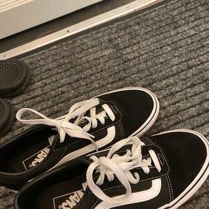 Helt nya skor från Vans i storlek 38. Finns ingenting o klaga på