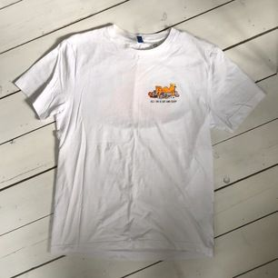 tshirt från h&m med katten gustav-tryck. storlek s från herravdelningen. nypris 149kr, frakt tillkommer 🌸