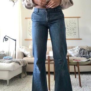 Snygga vida jeans från Filippa K i storlek S