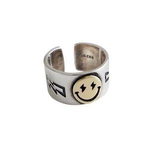 Säljer smiley ring från zend details! Ringen är justerbar i storlek, men passar bäst strl S/M. Den är i nyskick. Priset är 200kr. FRI FRAKT💕 OBS! Endast den andra bilden är min. Först till kvarn :)