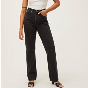 Ett par välanvända lite urtvättade weekday jeans i modellen row! Frakt tillkommer❤️❤️ (lite grå i färgen)