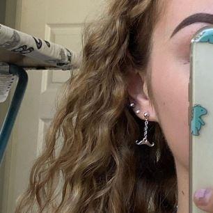 Superfina örhängen som jag gjort själv med hängande mustascher! ⭐️⭐️
