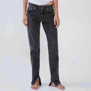tjo! säljer dessa populära jeans från zara i storlek 34 då dem är för små för mig (som ni kan se) ELLER om någon har ett par 36/38 som inte passar som skulle vilja byta med mig? Skriv privat för frågor 💕💞 (byter helst mot en större storlek än säljer)