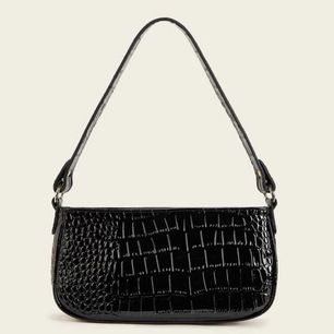 intressekoll på denna helt nya aldrig andvända baguette väskan, ❗️BUDA❗️