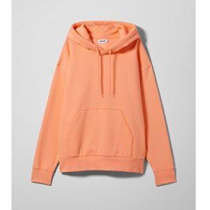 Slutsåld hoodie från weekday som är använd 1 gång