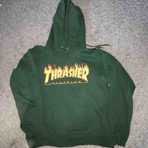 Jätte cool Thrasher Hoodie (Äkta) köpt för 1000kr på Junkyard. Säljer pga att den inte används.