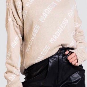 Helt oanvänd Madness tröja från madlady, strlk M! Säljer den för 200kr där frakten ingår i priset!