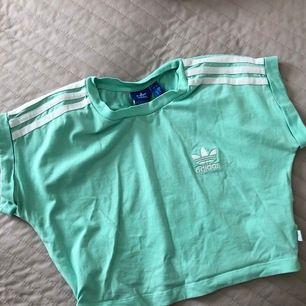 Köpt i Köpenhamn på Adidasbutiken, 80kr + frakt 🌸
