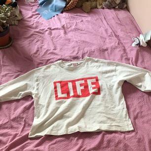 Långärmad life tröja i bra skick säljer pg att den inte andvänds längre. Säljer för  50kr pluss eventuell frakt