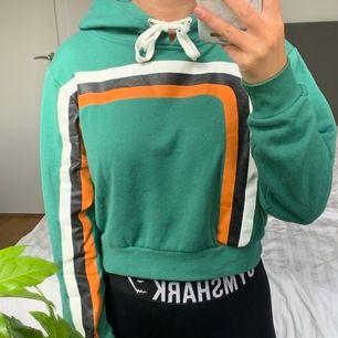 Aldrig använd hoodie från Bik Bok. Köparen står för frakten.