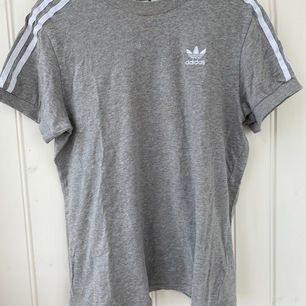 Super härligt T-shirt i storlek 34