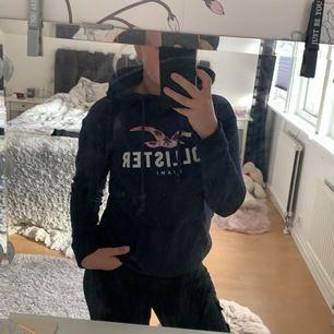 Supersnygg marinblå hollister hoodie!