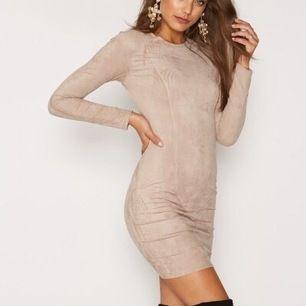 Beige mocka klänning från Nelly i storlek M men passar mig som är S, köpare står för frakt