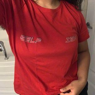 En oanvänd tshirt från NA-KD i storlek M