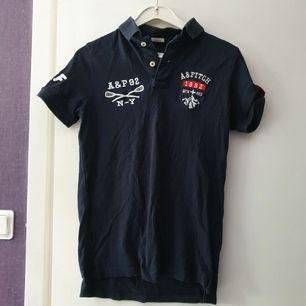Pike tröja, strl M, märke Abercrombie & Fitch, sällan använd