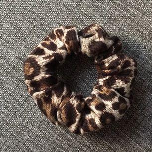 Säljer scrunchies för 15kr/st + frakt🥰🥰 hör av er om ni är intresserad av att köpa🦋🦋