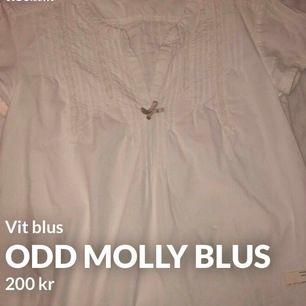 En helt oanvänd blus från Odd Molly Haft den i garderoben länge men aldrig använt den.  Storlek 0 tror de motsvarar Xs Köpt för ca 600-900kr säljer för 200kr