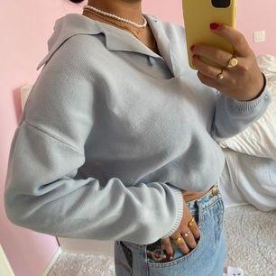 Supermysig tröja ifrån Carin Wester i strl XS. En så fin babyblå färg men har aldrig kommit till användning hos mig. Möts upp på Söder💞💞