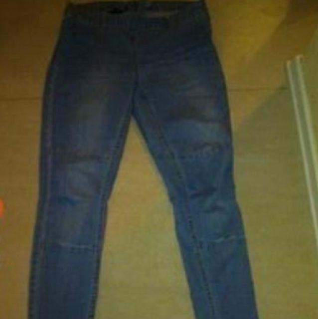 Snygga jeans med dragkedja bak. Har ett par likadana i mörkare färg också.  150 c968b594dc62d